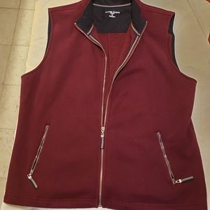 Karen Scott  red vest with 2 zip pockets zippers!